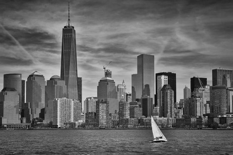 Bateau devant la skyline de New York